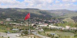 Bozkır'ın üzerinde dev Türk bayrağı dalgalanıyor