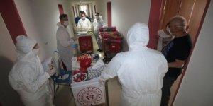 Karantina yurdunda kalanlara hediyeler dağıtıldı