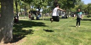 Konya'da 18 yaş altı çocuklar güzel havanın tadını çıkardı