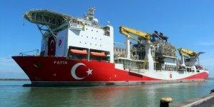 """Türkiye'nin ilk yerli sondaj gemisi """"Fatih"""" Trabzon Limanı'na demir attı"""