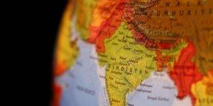 Hindistan'da vinç devrilmesi sonucu 11 kişi öldü