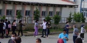 Bitlis'te sosyal mesafeli LGS heyecanı