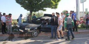 Afyonkarahisar'da otomobil ile kamyon çarpıştı: 5 yaralı