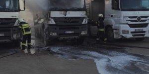 Konya'da park halindeki kamyonda çıkan yangında hasar meydana geldi