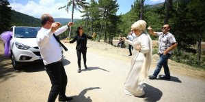 Konyalı çift, salonu iptal edip yaylada düğün yaptı