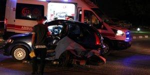 Motosiklet otomobille çarpıştı: 1 ölü, 3 yaralı