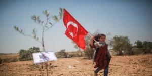 Gazzeli çocuklar, 15 Temmuz şehitleri anısına zeytin fidanı dikti