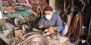 79 yaşındaki saraç ustası çalışma azmiyle yıllara meydan okuyor