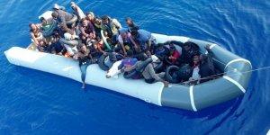 Muğla'da Türk kara sularına itilen 37 sığınmacı kurtarıldı