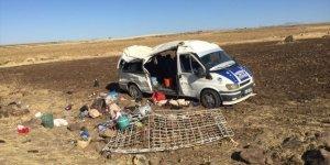 Şanlıurfa'da tarım işçilerini taşıyan minibüs devrildi: 1 ölü, 25 yaralı