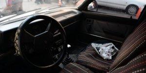Otomobilinin lastiği patlatıp 43 bin lirasını çaldılar