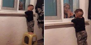 Koronanın acı tablosu; karantinadaki babaannesiyle cam arkasından oynuyor