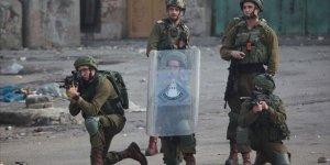 İsrail güçleri, Gazze sınırındaki protestoculara göz yaşartıcı gazla müdahale ediyor