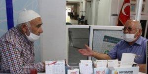 Konya'da parkta bulunan altın ve para dolu çanta sahibine teslim edildi