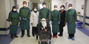 96 yaşında koronavirüsü yendi, hastaneden alkışlarla taburcu edildi