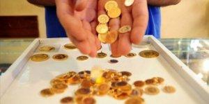 Altın 1,900 dolara çıktı, petrol düştü