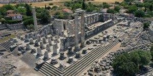 Tarihi tapınak ziyaretçi akınına uğruyor