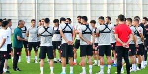 Konyaspor'un yeni teknik direktörü İsmail Kartal, takımıyla ilk antrenmanına çıktı