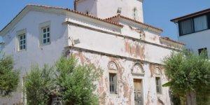 Giriş kapıları duvarla örülen 130 yıllık kilise için harekete geçildi