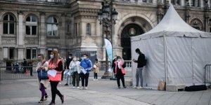 Fransa'da son 24 saatte 12 bin 565 yeni Kovid-19 vakası saptandı