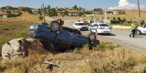 Otomobil ters döndü: 2 yaralı