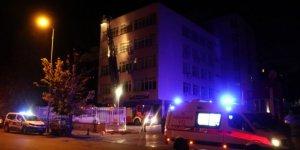 Hastane odasında yangın çıkaran psikiyatri hastası öldü, 2 kişi yaralandı