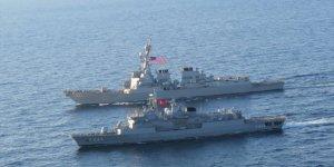 TCG Barbaros fırkateyni, ABD destroyeriyle Karadeniz'de geçiş eğitimi yaptı