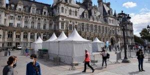 Fransa'da günlük Kovid-19 vaka sayısındaki hızlı artış sürüyor