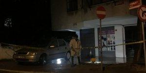 Evinin önünde silahlı saldırıya uğrayan kişi öldü