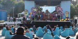 """""""Kamyon Tiyatrosu"""" çocuklar için İzmir'de"""
