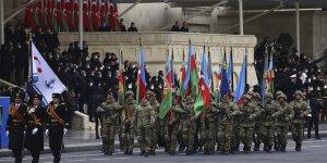 Azerbaycan Dağlık Karabağ zaferini askeri geçit töreniyle kutladı