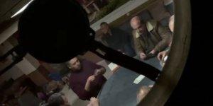 """Kumar oynatılan evin kapısını """"Pizza getirdim"""" diyerek açtıran polis 2 kişiyi yakaladı"""