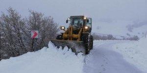 Sivas-Kayseri kara yolu kar nedeniyle ulaşıma kapandı
