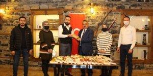 AK Parti Seydişehir Gençlik Kolları Başkanlığı'ndan yeni kütüphaneye kitap bağış