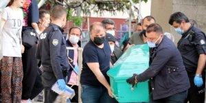 Baba evinde fenalaşan 2 çocuk annesi kadın öldü