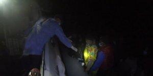 Türk kara sularına itilen 30 düzensiz göçmen kurtarıldı