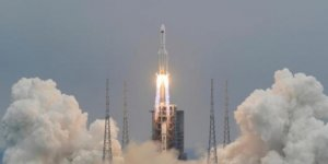 Çin'in kontrolden çıkan roketi Hint Okyanusu'na düştü