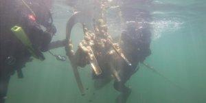 Jandarma SAK Timi denizde atık topladı
