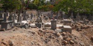 İsrail Filistinlileri mezarlarında bile rahat bırakmadı