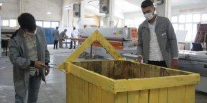 Meslek lisesinde üretimden kalan atık malzemeler sokak hayvanlarına yuva oldu