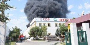 Geri dönüşüm fabrikasında çıkan yangın kontrol altına alındı