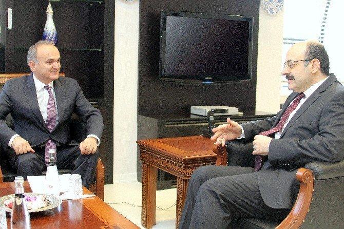 Bakan Özlü, YÖK Başkanı Saraç'ı ziyaret etti