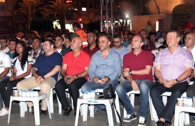 Alanyaspor'dan demokrasi nöbetine destek