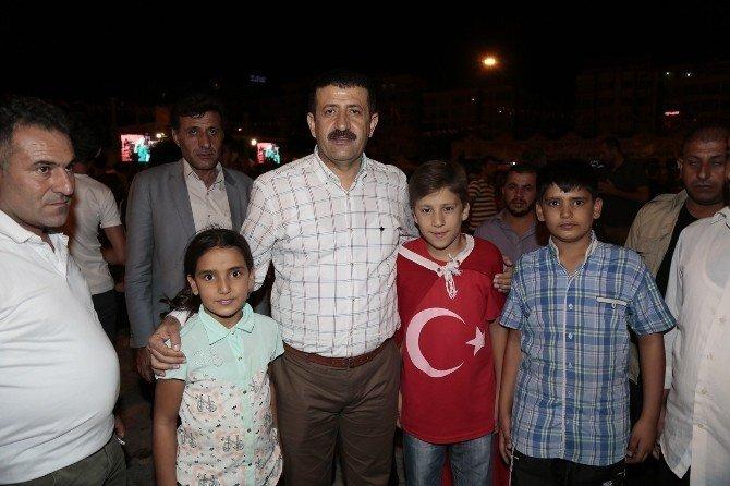 Belediye Başkanı Mehmet Ekinci vatandaşları yalnız bırakmıyor