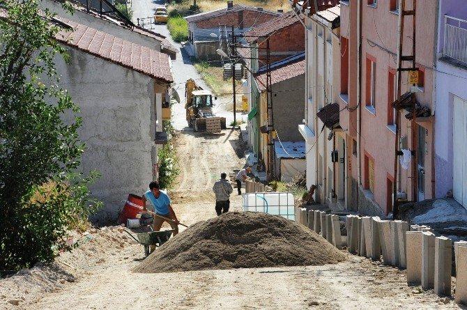 Bozüyük Belediyesi kilit taşı çalışmalarına hız verdi