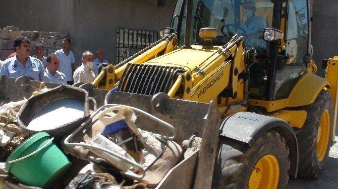 Evden 2 kamyon çöp çıktı