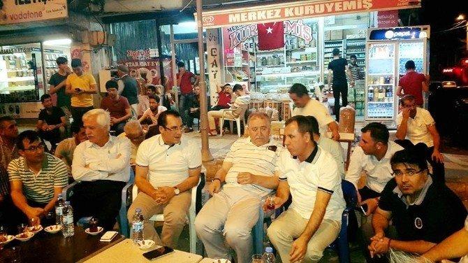 Kaymakam Kaya ile Başkan Toprak demokrasi nöbetinde