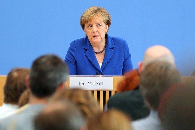 """Merkel: """"Erken uyarı sistemine ihtiyaç var"""""""