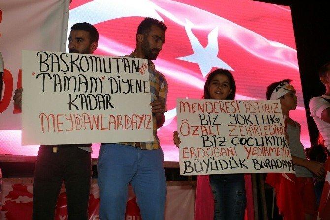 Mersin'de halk meydanları bırakmıyor