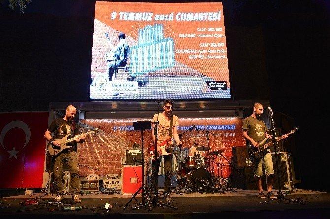 Muratpaşa'da demokrasi için müzik sokakta